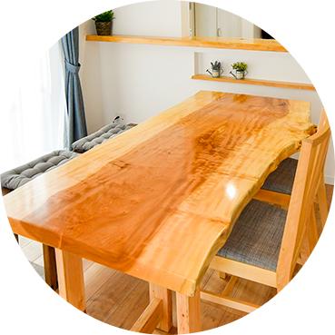 天然木一枚板のダイニングテーブル