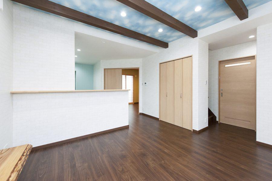 洗面所にもいきやすく 京都・滋賀の注文住宅 天然木の家