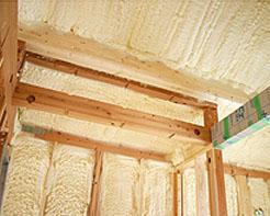 吹付断熱|京都・滋賀の注文住宅 天然木の家