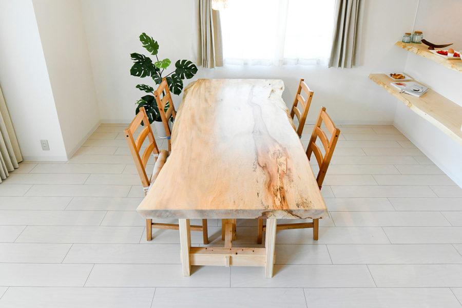 天然木一枚板のかっこいいテーブル|京都・滋賀の注文住宅 天然木の家