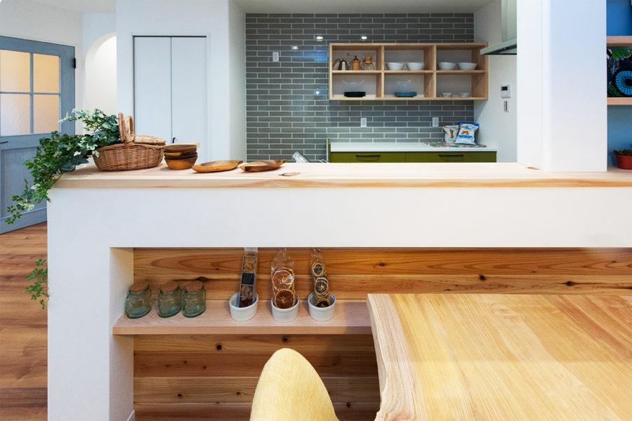 檜のキッチン笠木|京都・滋賀の注文住宅 天然木の家
