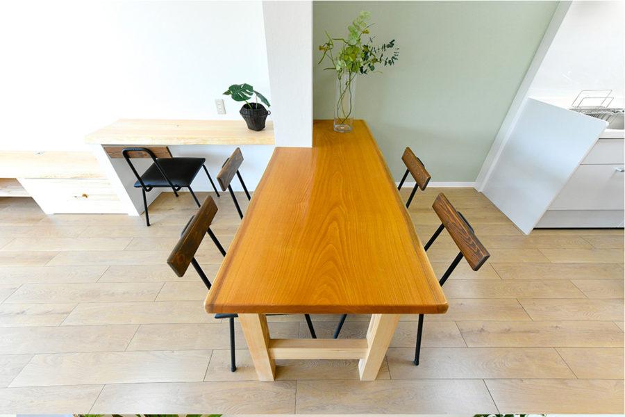 ケヤキのダイニングテーブル|京都・滋賀の注文住宅 天然木の家