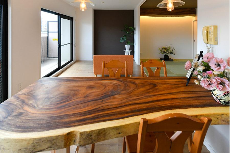 モンキーポッドのダイニングテーブル|京都・滋賀の注文住宅 天然木の家