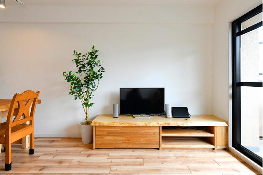 トチのテレビボード|京都・滋賀の注文住宅 天然木の家