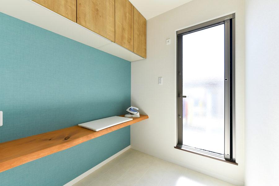 ヒノキの家事室カウンター|京都・滋賀の注文住宅 天然木の家
