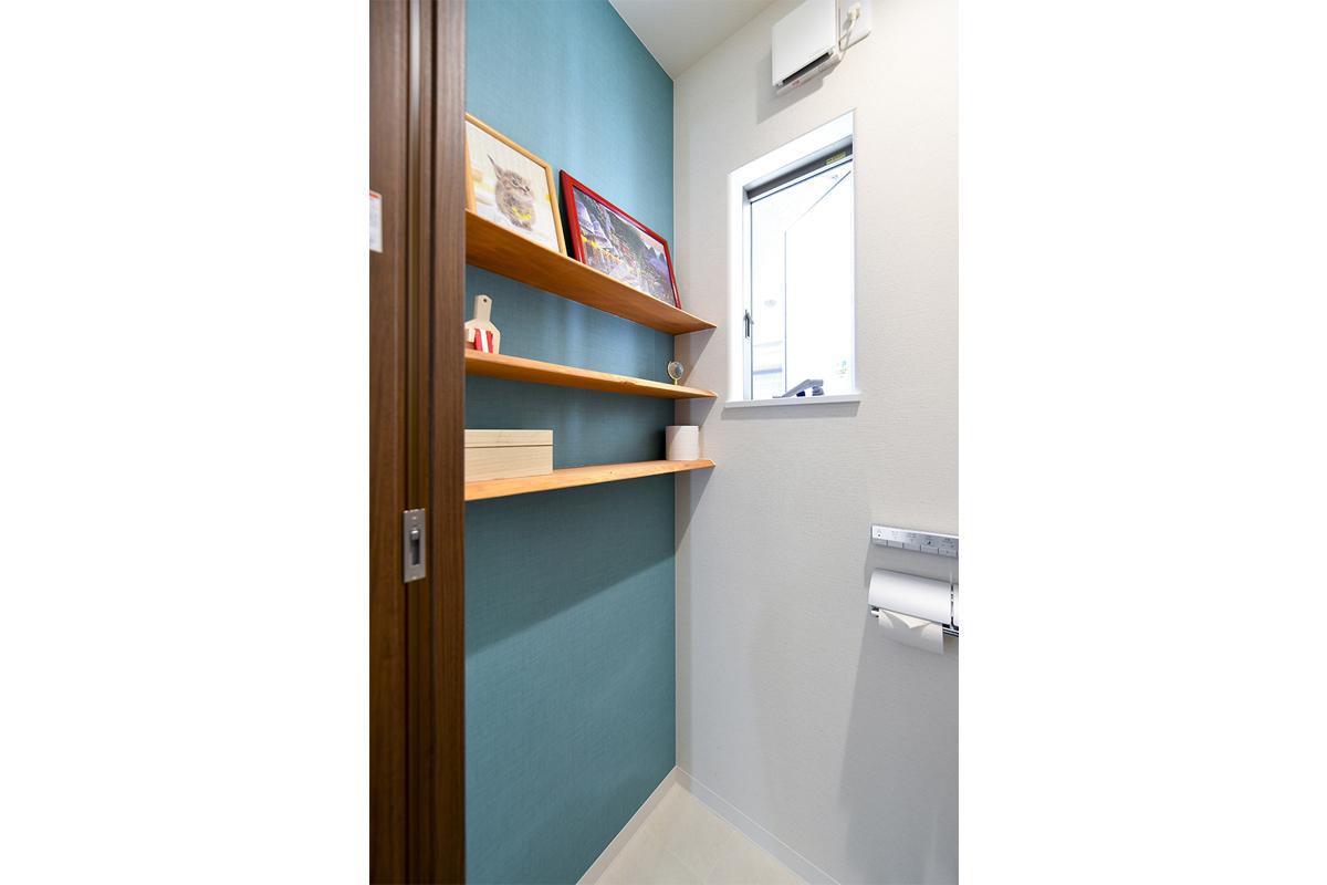 ヒノキを使ったトイレの棚