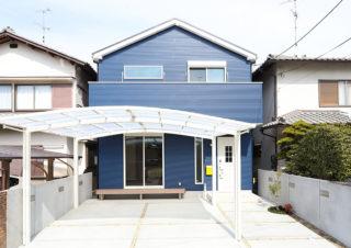 青いガルバリウムの外観が目を引く|京都・滋賀の注文住宅 天然木の家
