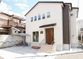 白い外壁がおしゃれなシンプルな外観|京都・滋賀の注文住宅 天然木の家