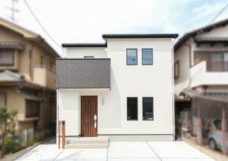 シンプルなデザインがかっこいい白い家|京都・滋賀の注文住宅 天然木の家