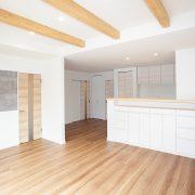 開放感がある化粧梁付の天井|京都・滋賀の注文住宅 天然木の家