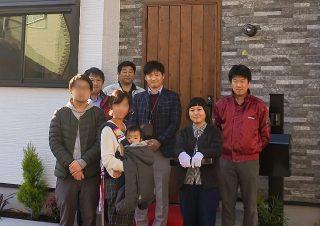 セレモニーで記念撮影 京都・滋賀の注文住宅 天然木の家
