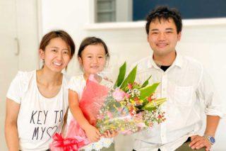 セレモニーで花束を贈呈 京都・滋賀の注文住宅 天然木の家