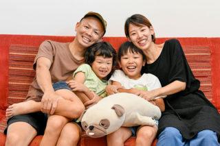 新居で家族そろっての写真|京都・滋賀の注文住宅 天然木の家