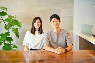 お気に入りのエコカラットの前でインタビュー写真|京都・滋賀の注文住宅 天然木の家