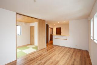 リビングに隣接する和室 京都・滋賀の注文住宅 天然木の家
