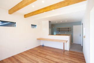 化粧梁のあるリビング|京都・滋賀の注文住宅 天然木の家