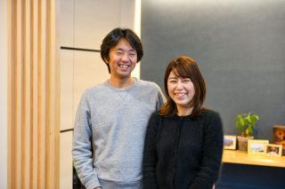 笑顔のご夫婦|京都・滋賀の注文住宅 天然木の家