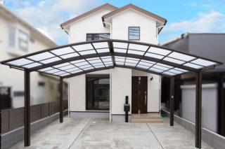 カーポートが広く雨の日も安心の外観|京都・滋賀の注文住宅 天然木の家