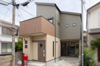 引き戸の扉が使い勝手の良い外観|京都・滋賀の注文住宅 天然木の家